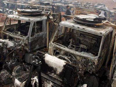 Zerstörte Fahrzeuge der ISAF in einem Depot in Pakistan. (Archivbild)