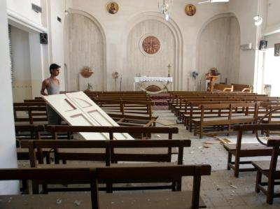 Blick in eine durch einen Anschlag beschädigte Kirche im Irak. (Archivbild)