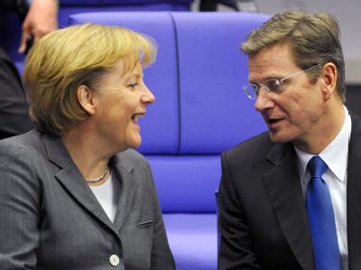 Bundeskanzlerin Angela Merkel (CDU) und der FDP-Vorsitzende Guido Westerwelle im Bundestag.