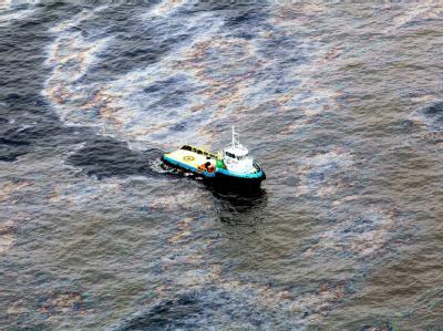Ausgelaufenes Öl vor der Küste Brasiliens. Foto: Rogerio Santana/ GOV. DE RIO DE JANEIRO