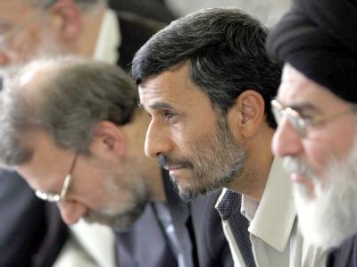 Präsident Ahmadinedschad beim Freitagsgebet im Teheran.