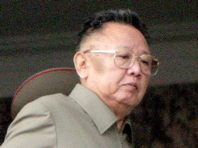 Nordkoreas Machthaber Kim Jong Il (Archivbild) ist mit einem gepanzerten Sonderzug zu Gesprächen in Russland eingetroffen.