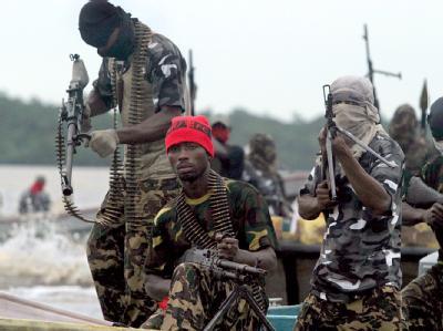 Rebellen im Nigerdelta (Archivbild): Die letzte dort noch aktive Rebellengruppe hat nun einen unbefristeten Waffenstillstand erklärt.