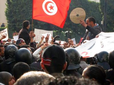 Erneut gehen die Menschen in Tunesien auf die Straße. (Archivbild)