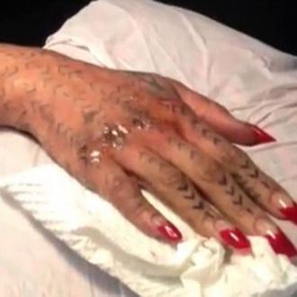 rihanna hat ein neues henna tattoo. Black Bedroom Furniture Sets. Home Design Ideas