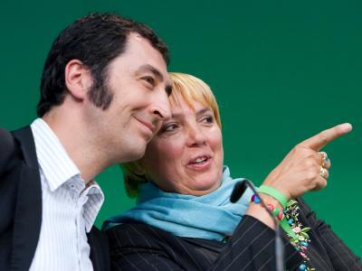 Die Grünen-Politiker Özdemir (l) und Roth können mit der Mitgliederentwicklung zufrieden sein.