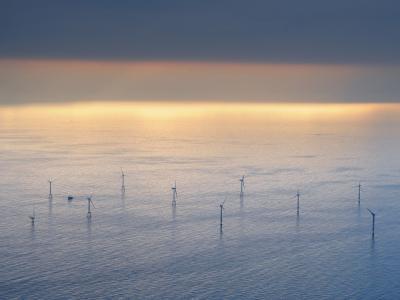 Offshore-Windpark in der Nordsee. Kanzlerin Merkel ist für eine Stärkung der Offshore-Windenergie-Förderung. Foto: Ingo Wagner