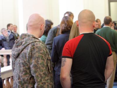 Jugendliche Zuhörer im April 2008 im Prozess gegen die Neonazi-Gruppe «Sturm 34» im Landgericht Dresden.