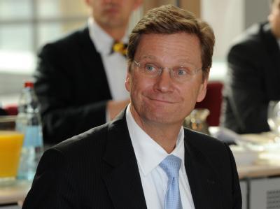 Der Chef der Verhandlungsdelegation der FDP, der FDP-Vorsitzende Guido Westerwelle, zu Beginn der ersten Runde der Koalitionsverhandlungen.