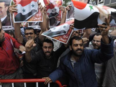 Im Libanon lebende Syrer bei einer Demonstration für die Regierung von Assad. Die Unruhen in Syrien nehmen kein Ende.