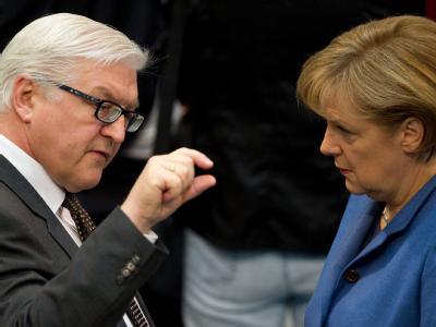 Steinmeier und Merkel: Wäre jetzt Bundestagswahl, stünden die Zeichen auf Bildung einer Großen Koalition. Archivfoto: Arno Burgi
