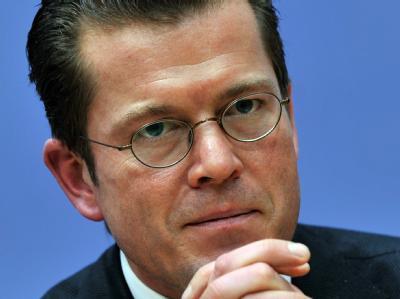 Bundeswirtschaftsminister Karl-Theodor zu Guttenberg während einer Pressekonferenz in Berlin.