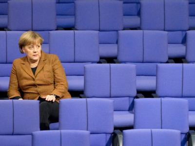 Bundeskanzlerin Angela Merkel im Plenarsaal des Bundestages in Berlin. Foto: Sebastian Kahnert/Archiv