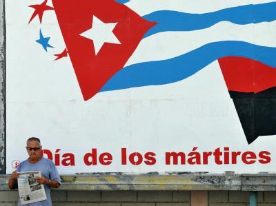 Die kubanische Fahne auf einer Wandmalerei in Havanna.