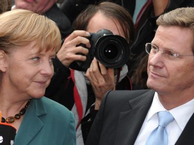 Bundeskanzlerin Angela Merkel (CDU) und FDP-Chef Guido Westerwelle am ersten Tag der Koalitionsverhandlungen.