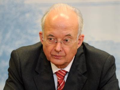 Paul Kirchhof (Archivbild) plädiert für ein radikal vereinfachtes Steuerrecht.