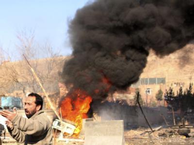 Flammen und Rauch nach einem Anschlag in Kabul. (Archivbild)
