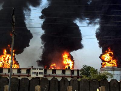 Brennendes Öllager