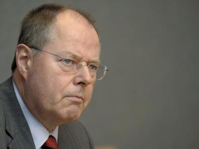 Minister Steinbrück sieht die nächste Bundesregierung vor einer finanzpolitischen Mammutaufgabe.