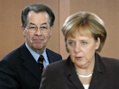 Angela Merkel und Franz Müntefering (Archivbild): Der Wahlkampf gewinnt an Schärfe.
