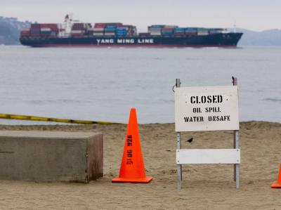 Ein Warnschild im November 2007 an einem Strand bei San Francisco.