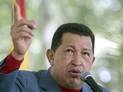 Venezuelas Präsident Chavez unterstellt Kolumbien und den USA Angriffsabsichten.
