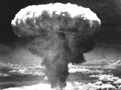 Pilzförmige Rauchwolke nach der Explosion einer Atombombe: Französische Soldaten sollen vorsätzlich radioaktiver Strahlung ausgesetzt worden sein. (Archiv- und Symbolbild)
