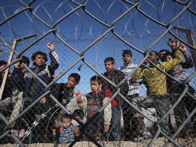 Illegale Einwanderer in einem griechischem Internierungslager.