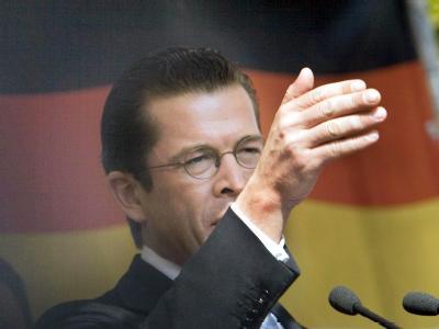 Bundeswirtschaftsminister Karl-Theodor zu Guttenberg bei einer Wahlveranstaltung der CSU.