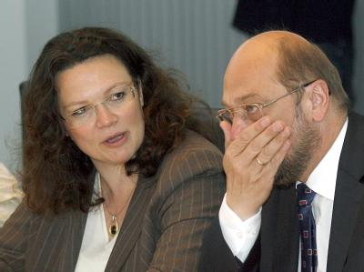 Der Spitzenkandidat der SPD für die Europawahl, Martin Schulz, neben der stellvertretende SPD-Vorsitzenden Andrea Nahles.