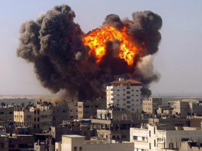 Ein israelisches Geschoss explodiert Mitte Januar im Gazastreifen. Die UN-Vollversammlung hat sich mehrheitlich hinter den Goldstone-Bericht gestellt.