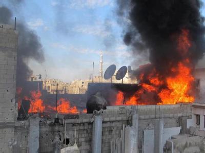 Ein brennendes Haus im Viertel Baba Amro der Stadt Homs. Foto: Local Coordination Committess LCC/Archiv
