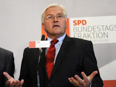 SPD-Fraktionschef Frank-Walter Steinmeier erwartet nach der Landtagswahl in Nordrhein-Westfalen