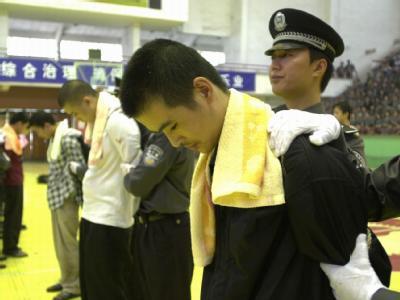 Ein zum Tode verurteilter Krimineller bei einer öffentlichen Verhandlung in China. (Archiv- und Symbolbild)
