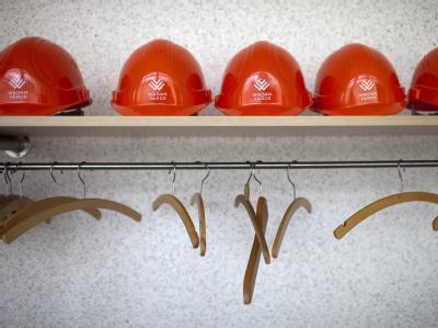 Was bringt die Zukunft? Schutzhelme von Beschäftigten der Wadan-Werft.