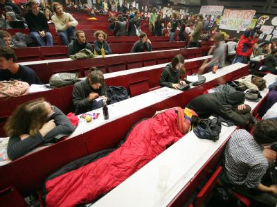 Studenten haben den größten Hörsaal der Universität Wien besetzt.