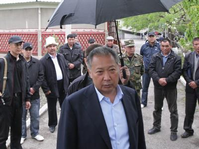 Der Aufenthaltsort von Kirgistans gestürztem Präsidenten Bakijew ist unklar.