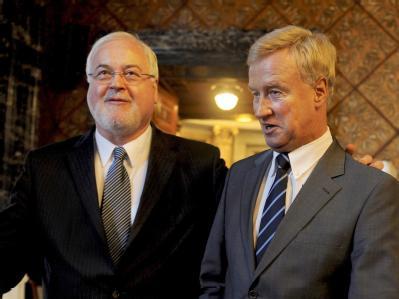 Der Ministerpräsident von Schleswig-Holstein, Carstensen (r), zusammen mit Hamburgs Erstem Bürgermeister von Beust.