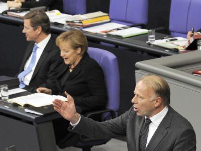 Grünen-Fraktionschef Jürgen Trittin (vorne) attestierte der schwarz-gelben Koalition einen Fehlstart.