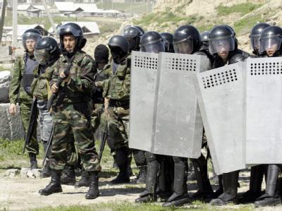 Kirgisische Sicherheitskräfte gehen in Stellung. (Archivbild)