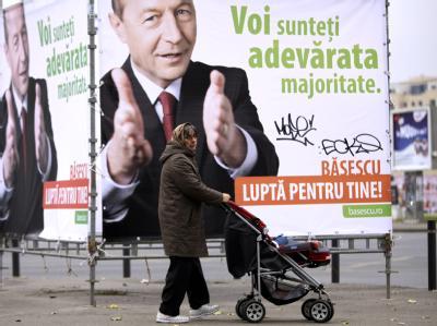 Wahlplakate für Staatschef Traian Basescu in Bukarest.