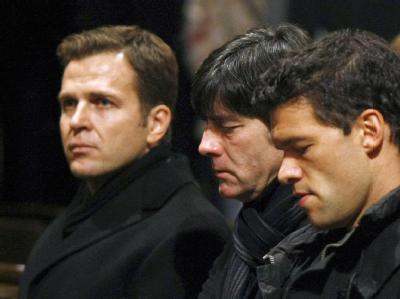 Oliver Bierhoff, Joachim Löw und Michael Ballack beim Gedenkgottesdienst für Enke in Hannover.
