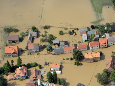 Teile des Ortes Ostritz an der polnischen Grenze zwischen Görlitz und Zittau sind komplett vom Wasser der Neiße überspült.
