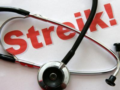 Tausende Praxen sind aus Protest gegen die Gesundheitsreform geschlossen geblieben.
