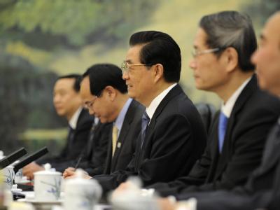 Chinas Präsident Hu Jintao (Mitte), hier während politischer Gespräche in China, trifft US-Präsident Obama.