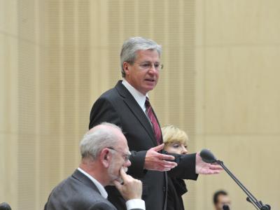 Der neue Bundesratspräsident Jens Böhrnsen vor dem Bundesrat in Berlin.