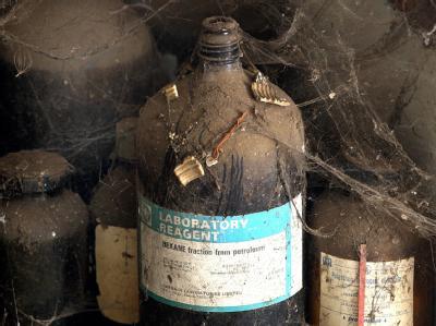 Chemieabfall in den ehemaligen Fabrikanlagen von Union Carbide im indischen Bhopal.