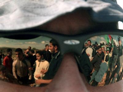 Spiegelung in der Sonnenbrille eines israelischen Soldaten an der Grenze zum Westjordanland. (Archivbild)