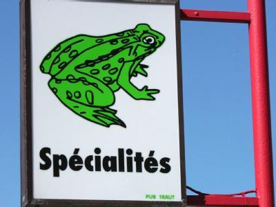 Ein Reklameschild an einem Restaurant in Frankreich. Jährlich importiert die EU um die 4,5 Millionen Kilogramm Froschschenkel aus Asien.