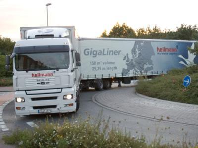 Die Spritersparnis durch die Riesen-Lastwagen soll bei 20 Prozent liegen.